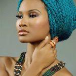 Atemberaubende farbige afrikanische Haarflechtart