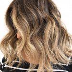 20 beste Haarfarben, um jünger aussehen zu können