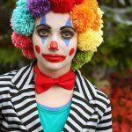 Holen Sie sich ein perfektes   Clown-Make-up