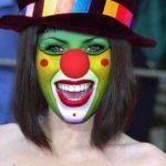 Dit groene clown ontwerp kun je natuurlijk in alle kleuren schminken. Clown  Schminke, Circus