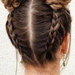 Nettes Mädchen der Frisör #frisor #madchen #nettes Frisur Mädchen, Dutt  Frisur,