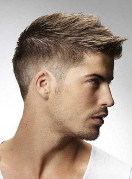 Trendy Frisuren für junge Männer