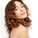 Frisuren mittellang für lockiges Haar f