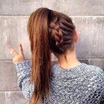 Einfache, stilvolle geflochtene Frisuren für langes Haar, inspirierte  kreative geflochtene Frisur