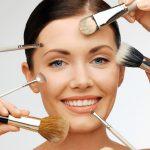 Make-Up Grundierung auftragen
