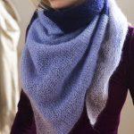 Schal in Blau: Kuscheliges Dreieckstuch stricken