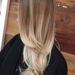 Ombre Blond Farbe langes glattes Haar Ideen locken Tipps blond Ansatz