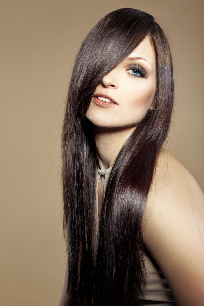 Bleiben Sie in Vogue, trendy und stilvoll mit glattem Haar