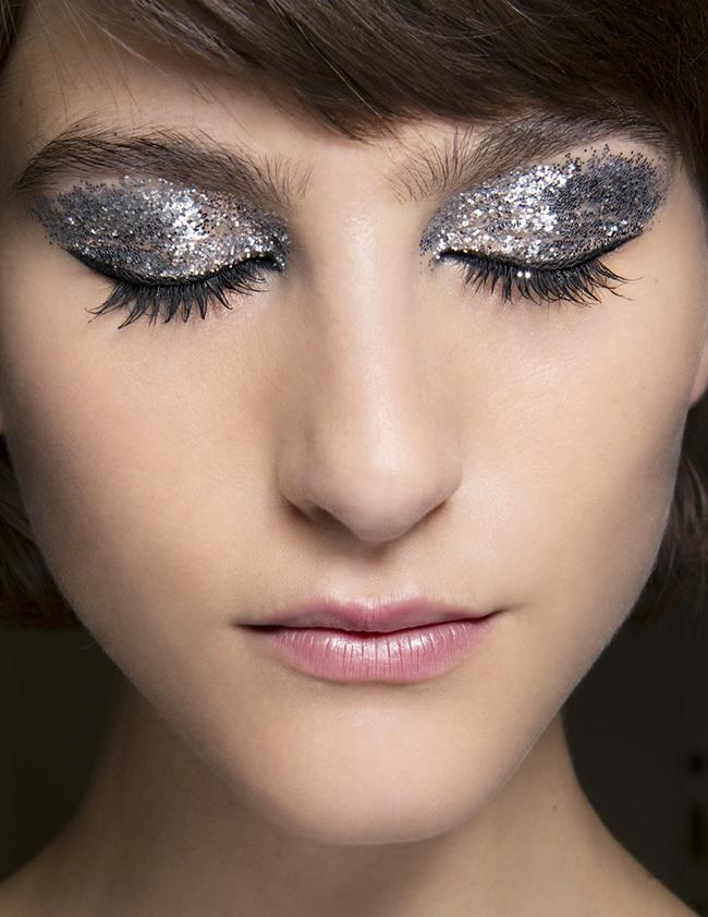 Wie man ein ausgezeichnetes   Glitter Make-up erzielt