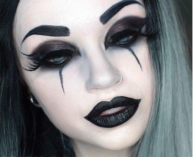 Gotische Make-up-Ideen für die   Morticia Addams in dir
