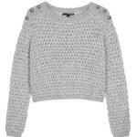 Grauer, grob gestrickter Pullover
