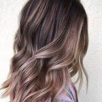 Layered Light Soft Cool getönten Ash Brown Balayage Haarfarbe Ideen