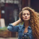 Welcher Haarschnitt sieht bei Naturlocken gut aus? (Video)