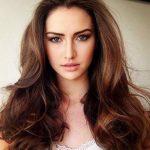 Hellbraun Haarfarbe Nuance Nougat Make-up natürlicher Look
