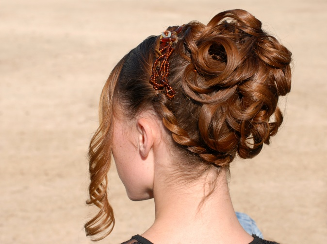 Wie erzielen Sie   Hochsteckfrisuren für lange Haare bei Ihnen zu Hause?