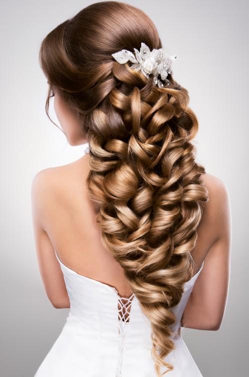 Hochzeitsfrisur für langes   Haar: So machen Sie es hervorragend