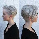 Frauen mit Modernen Kurz-Haar Kurze Frisuren, Sidecut Frisuren, Twist  Frisuren, Damen