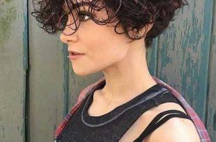 Trendige Lockige Kurzhaarfrisuren Frauen Dünnes Haar Aus 19 Besten Kurze  Lockige Frisuren Frauen 2018 #Frisurenkurz