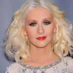 25 Inspirierende, kurze, wellige Frisuren , 2.) Voluminöse natürliche kurzwellige  Frisuren Sehen Sie sich Ihre Lieblings-Halle Berry an, die mit ihrem