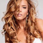 Lange lockige Haare