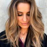 24 trendige mittellange Frisuren für dickes Haar