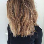 Mittlere Haarschnitte für Frauen-6