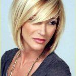 Mittlere Haarschnitte für Frauen Lauren Alaina Mittlere Schicht Bob Frisuren  #alaina #frauen #haarschnitte