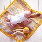 Gratis Häkelanleitung moderne Babydecke aus Yarn and Colors Super Charming