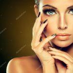 Nacktes Model mit goldenen make-up — Stockfoto