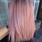 Experimentieren Sie mit Ihrem   Haar mit rosa Haarfarbe