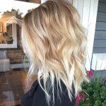 10 beste mittlere Frisuren für Frauen - fügen Sie etwas Blondine zu Ihrem  Leben hinzu!