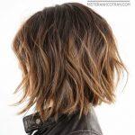 Mittlere Shaggy Frisuren für dickes Haar