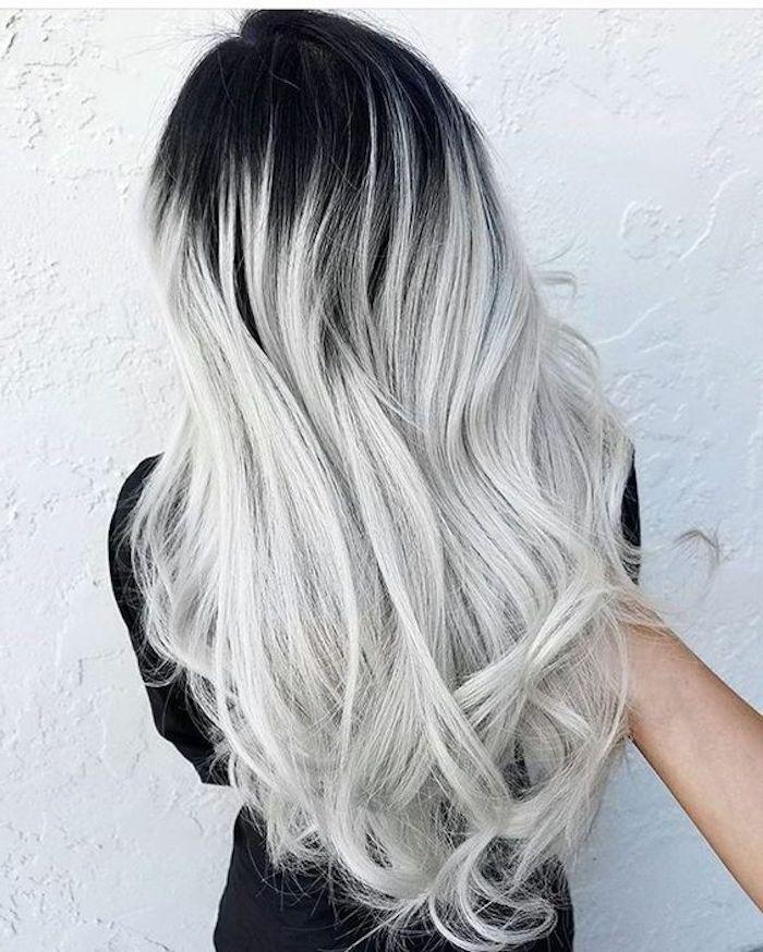 Modisches silbernes Haar