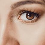 Wie man Scene Makeup für die   Augen aufträgt