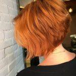 Neueste kurze gerade Frisuren, weibliche kurze Haare schneidet
