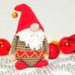 """Amigurumi – Mini Weihnachtswichtel häkeln """"Samtan Salaputius"""""""