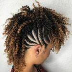 Gelockte Mohawk-Frisuren für afroamerikanische Frauen