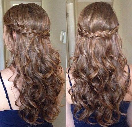 Einfache Hochsteckfrisuren für lange lockige Haare