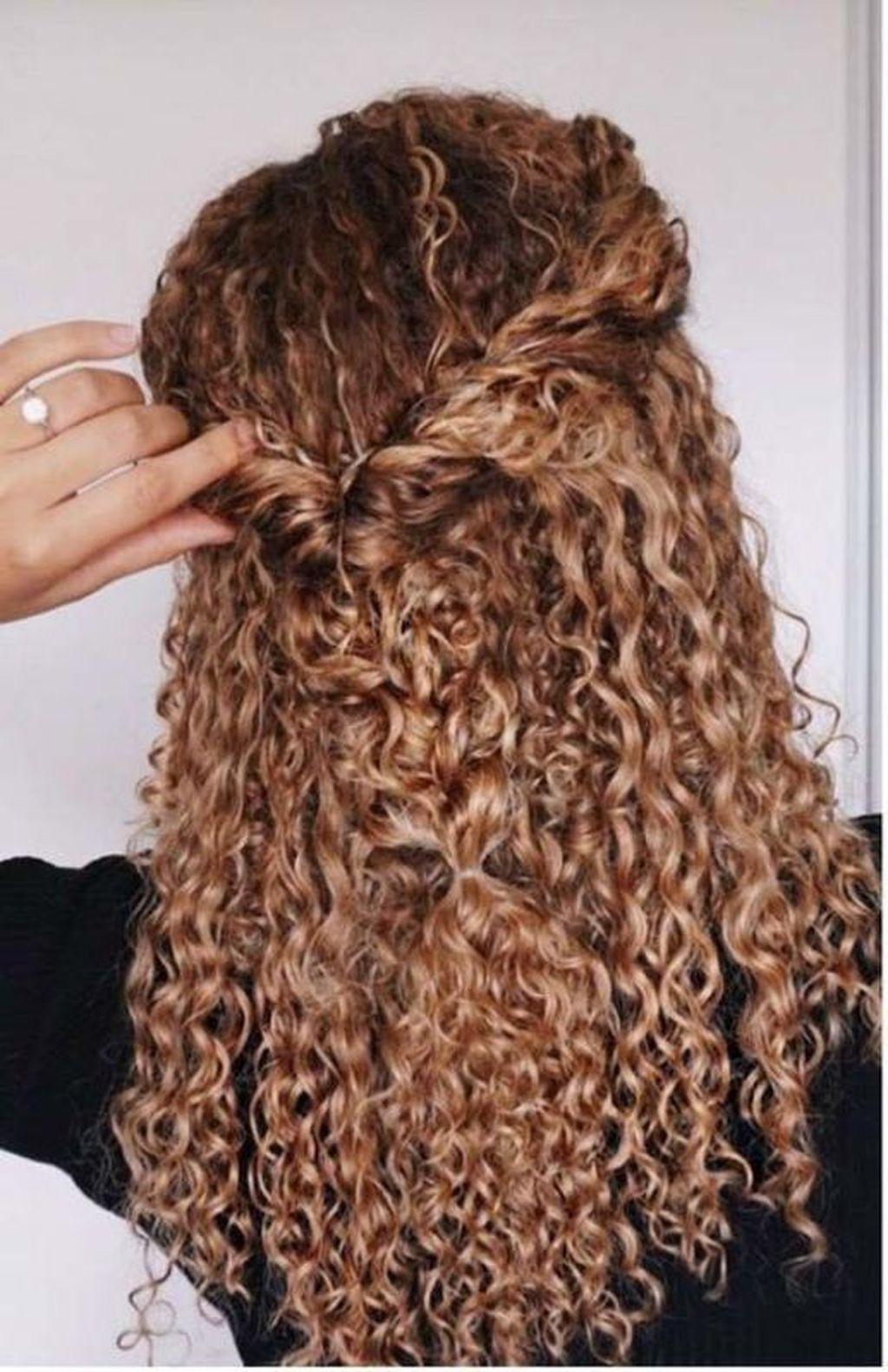 34 Inspiring Long Curly Hair Styles Ideas