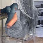 Ziemlich langes silbernes Haar. Emerald Forest Shampoo mit Sapayul für gesunde,...