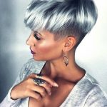 20 grau-blaue Haarfarbe Trend für Frauen