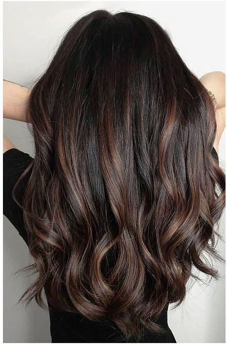 24 Schwarzes Haar mit Highlights, die Sie ausprobieren müssen –