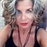 25 Beste Kurzhaarschnitte für Frauen mit Lockigem Haar
