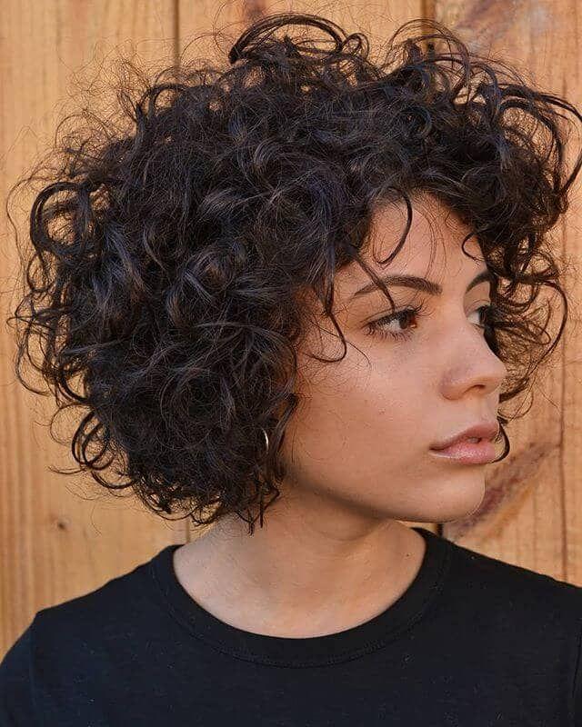 50 idées de cheveux courts bouclés pour améliorer votre style  #