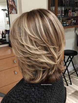 90 eleganta och enkla korta frisyrer för kvinnor över 50 år
