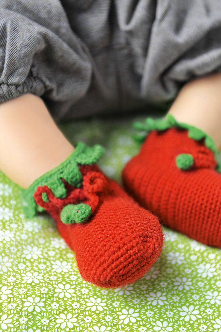 Babyschuhe häkeln: Anleitung für niedliche Erdbeeren