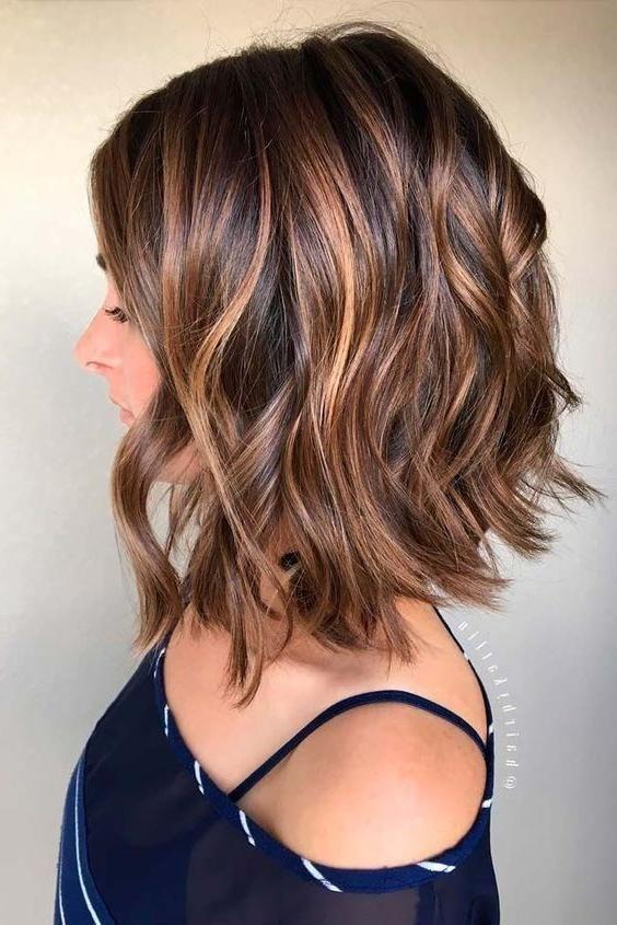 Beliebte Kurze Bis Mittlere Haarschnitte Für Dicke Haare – Trend Frisuren –  – …,  #Beliebt…