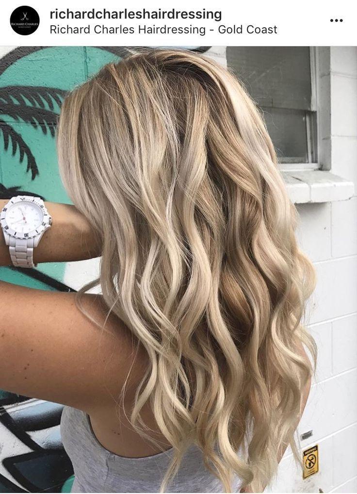 Blondes Balayage der schönen Frisur mit Strandlocken  #balayage #blondes #frisu… #haircolor #hairstyle #haarfarbe #frisuren – Haircolor