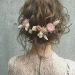 Boho wedding hair inspiration. Preserved winter flowers and a wavy, gorgeous.