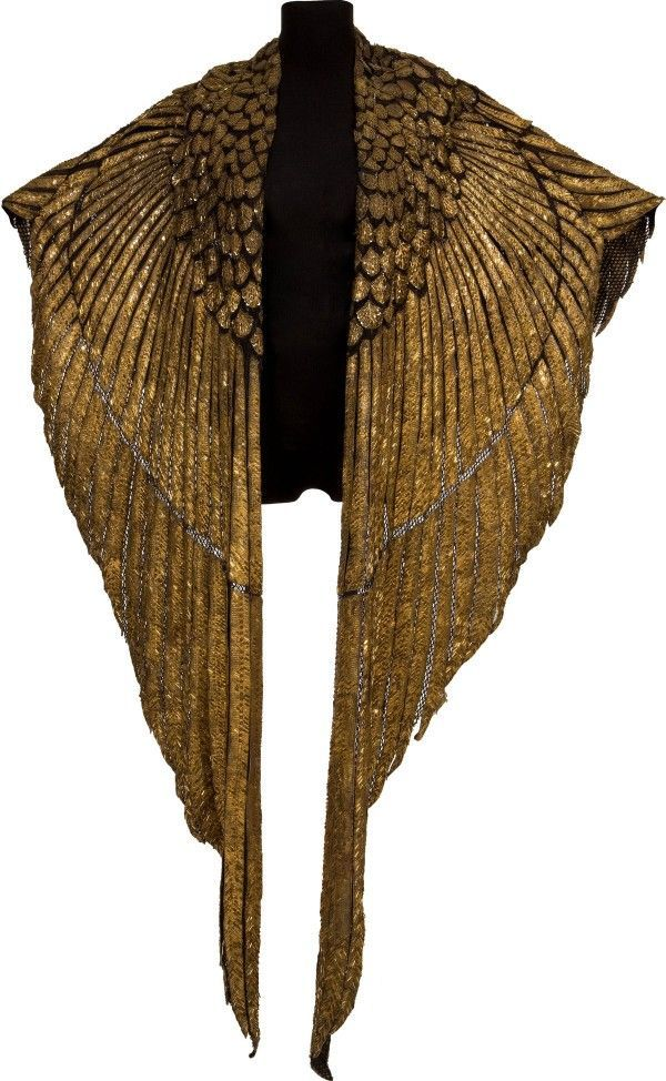 Cape worn by Elizabeth Taylor for iconic scenes in 1963 film Cleopatra could fetch over £100k at auction